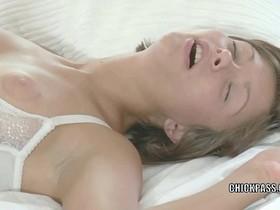 Teen cutie Maddie nails lesbo slut Jane in her hot ass
